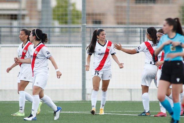 Archivo - Isadora Freitas of Rayo Vallecano celebrates a goal with teammates during the spanish women league, Primera Iberdrola, football match played between Rayo Vallecano and Real Sociedad at Ciudad Deportiva Rayo Vallecano on may 15, 2021, in Madrid,
