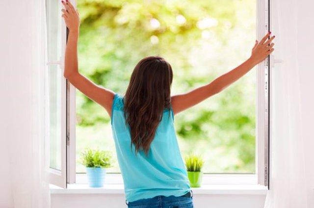 Abre las ventanas a diario para evitar la humedad
