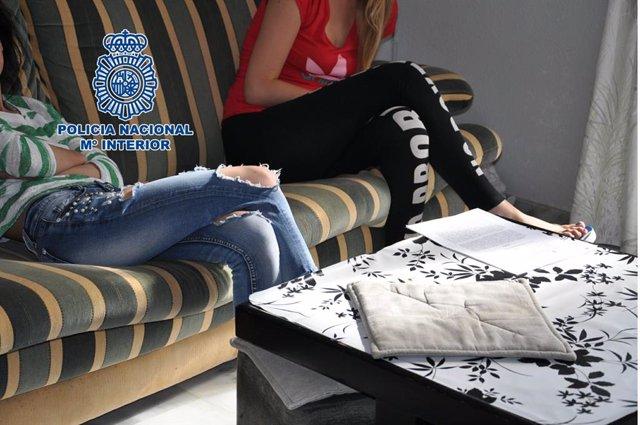 La Policía ha liberado a cuatro mujeres obligadas a ejercer la prostitución en Almería.