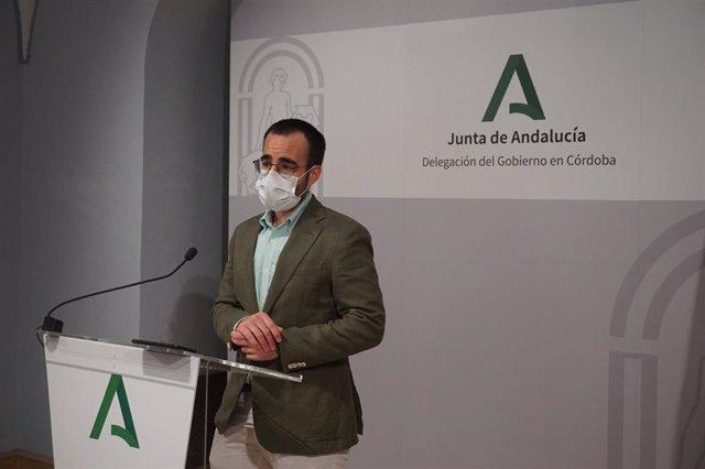 El delegado territorial de Empleo, Formación, Trabajo Autónomo, Transformación Económica, Industria, Conocimiento y Universidades de la Junta de Andalucía en Córdoba, Ángel Herrador, en rueda de prensa.