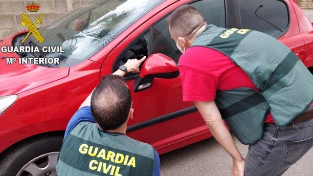 Archivo - LA GUARDIA CIVIL ESCLARECE MÁS DE 12 DELITOS DE ROBOS EN INTERIOR DE VEHÍCULOS EN LA COMARCA DE LA RIBERA ALTA