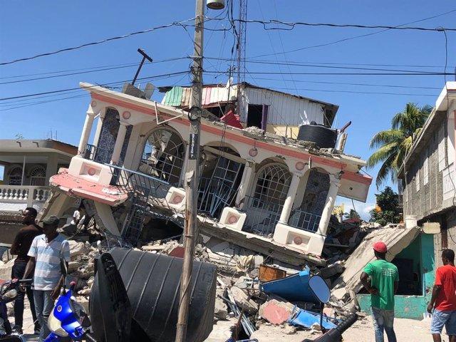 Edificio dañado por el terremoto en Les Cayes, Haití