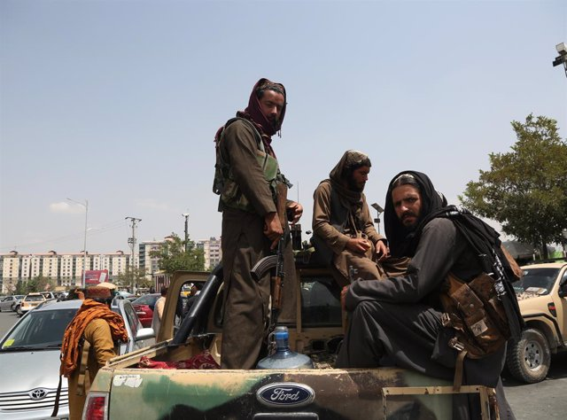 Un grupo de talibanes en Kabul