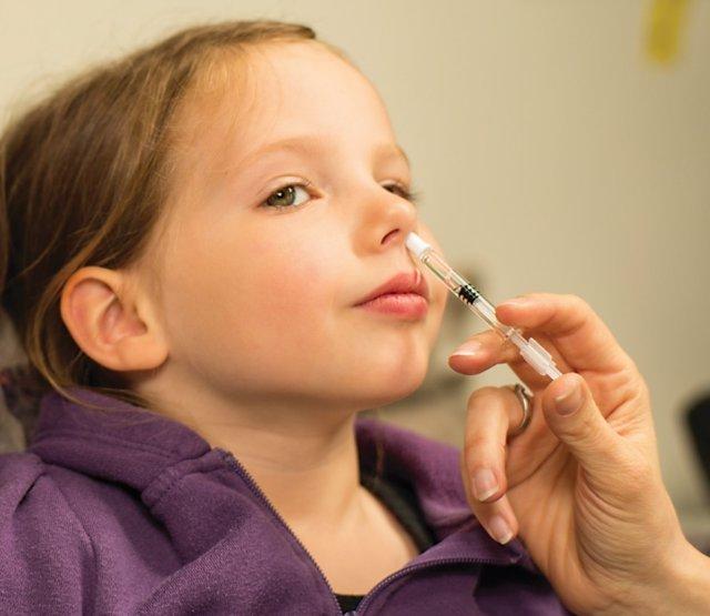 Archivo - Vacuna para la gripe Fluenz Tetra, por la nariz