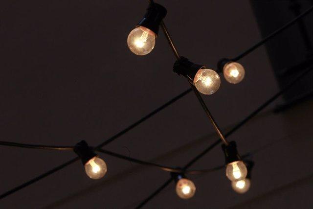 Archivo - Arxivo - Bombeta, bombetes, llum, electricitat, energia