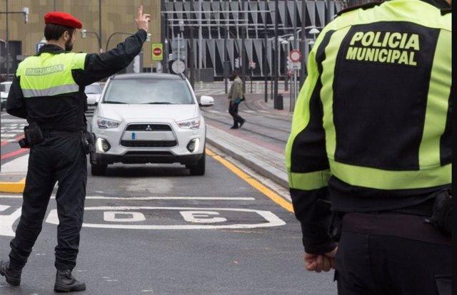 Archivo - Control de la Policía Municipal en Bilbao.
