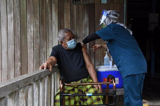 Vacunación contra el coronavirus en Malasia