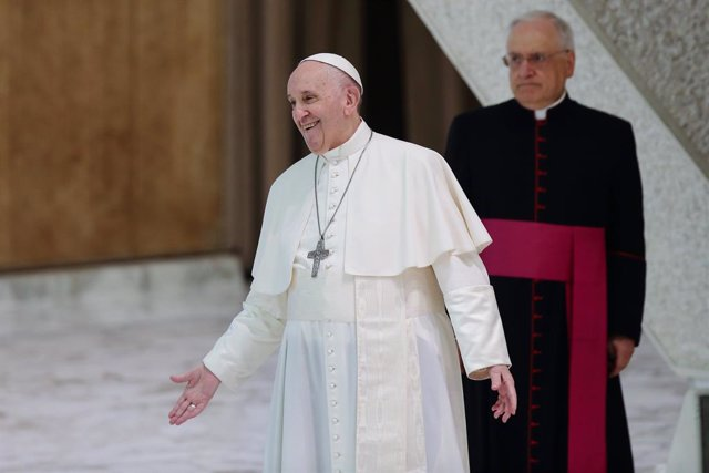 04 August 2021, Vatican, Vatican City: Pope Francis arrives for his weekly General Audience at the Vatican. Photo: Evandro Inetti/ZUMA Press Wire/dpa