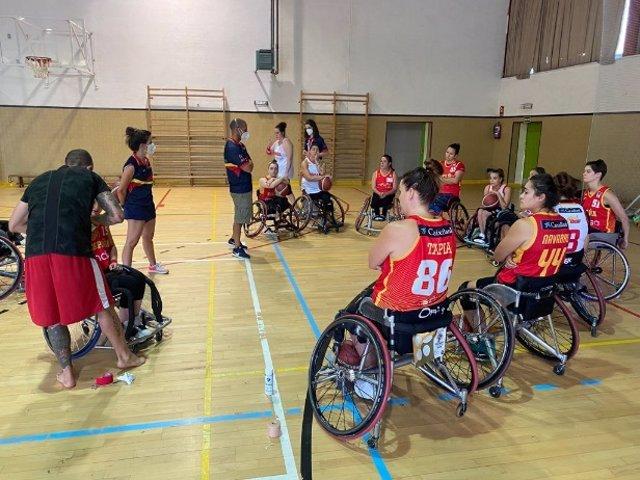 Las jugadoras de la selección española de baloncesto en silla de ruedas entrenando en su 'burbuja'del CAR de Madrid