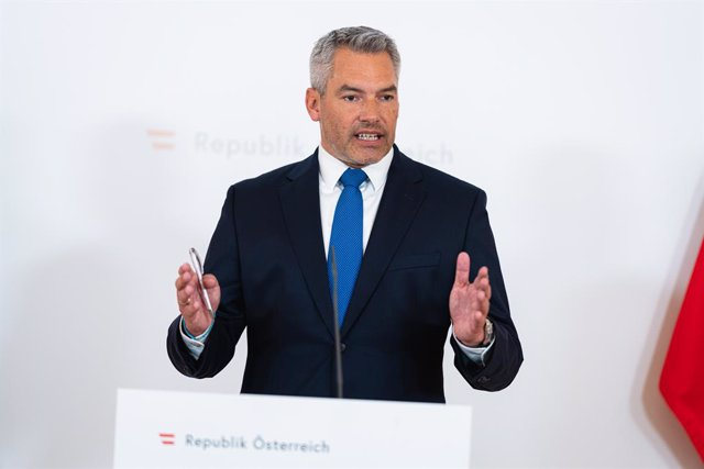 HANDOUT - 18 August 2021, Austria, Vienna: Austrian Interior Minister Karl Nehammer speaks during a press conference on the occasion of the special council of EU interior ministers. Austria is in favour of countering a possible influx of refugees from Afg