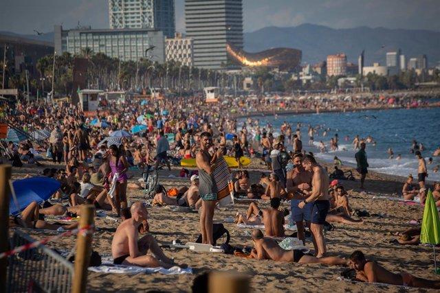 La platja de la Barceloneta aquest agost