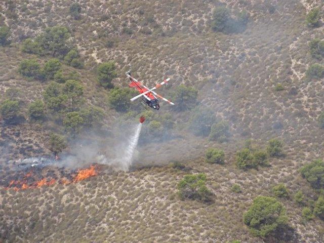 Movilizan el operativo del Infomur para apagar incendio forestal en Macisvenda (Abanilla)