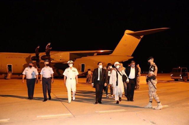 Arribada a Madrid del primer avió amb espanyols i col·laboradors afganesos repatriats de l'Afganistan