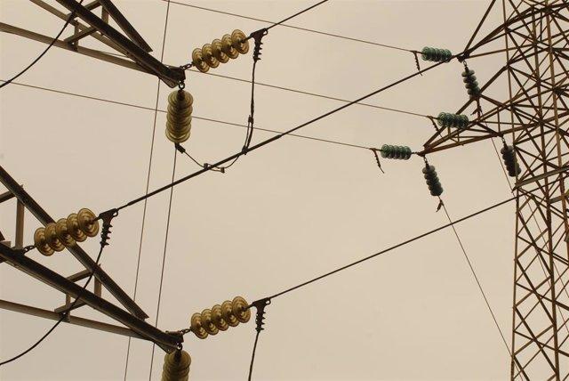 Archivo - Recursos Electricidad. Tendido Eléctrico