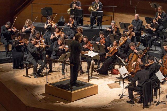 El director Jordi Savall con la orquesta Le Concert des Nations.