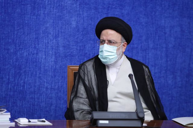 HANDOUT - 04 August 2021, Iran, Tehran: Iranian President Ebrahim Raisi chairs a meeting with the National Task Force for Fighting Coronavirus (COVID-19) in Tehran. Photo: -/Iranian Presidency/dpa - ATTENTION: editorial use only and only if the credit men