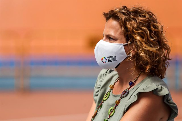 Archivo - Pilar Bernabe, Delegate Councilor for Sports in Valencia, looks on during the GoTorresGoMora Media Day for Olympic Games of Tokyo 2020 at the Lluis Puig velodrome on july 1, 2021, in Paterna, Valencia, Spain.