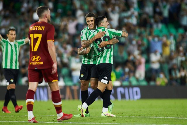 Robert of Real Betis celebrates a goal with teammates during the friendly football match played between Real Betis Balompie and AS Rome at Benito Villamarin stadium on august 07, 2021, in Sevilla, Spain.