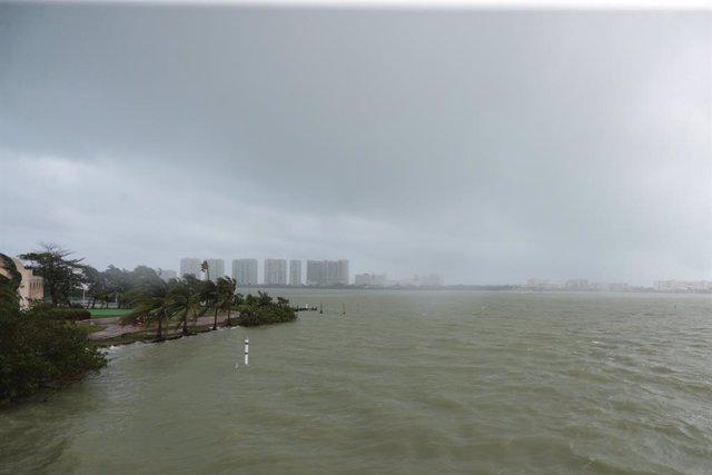 Imagen de archivo del Huracán Zeta a su paso por Cancún en octubre de 2020.