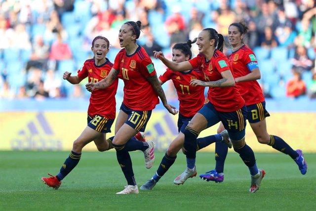 Archivo - Jenni Hermoso celebra un doblete con la selección española femenina