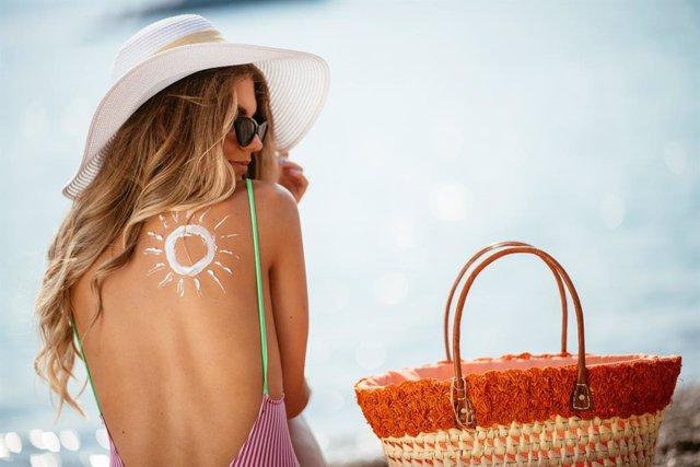 Archivo - Crema solar.