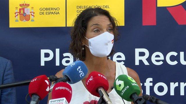 La ministra de Industria, Comercio y Turismo, Reyes Maroto, durante su visita a Olmedo (Valladolid).