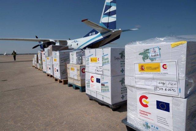 Archivo - Envío de ayuda humanitaria por AECID.