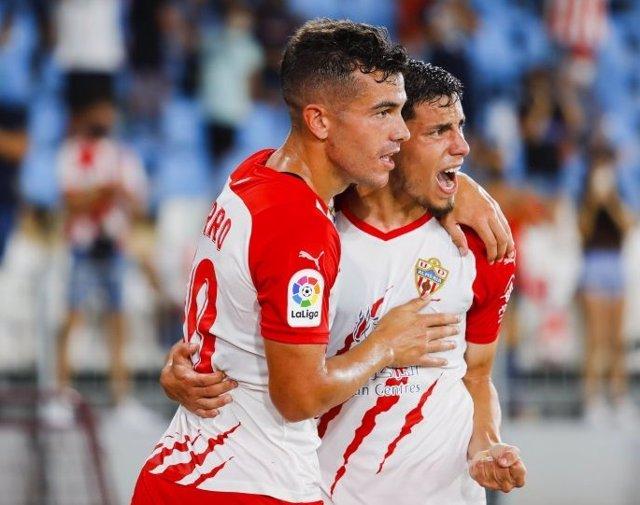 Lazo celebra el primer tanto del Almería ante el Oviedo