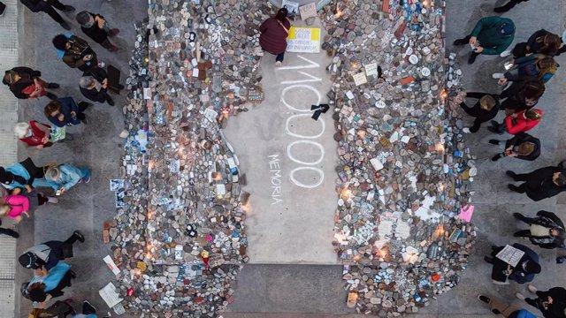 Homenaje en Argentina a los más de 110.000 ciudadanos que han fallecido a causa del coronavirus