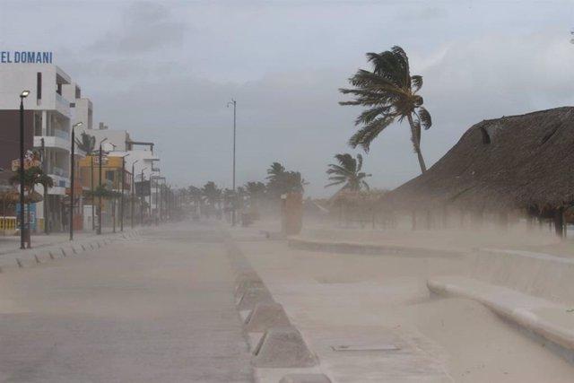 Forts vents a Mèxic per l'arribada de l'huracà 'Grace'