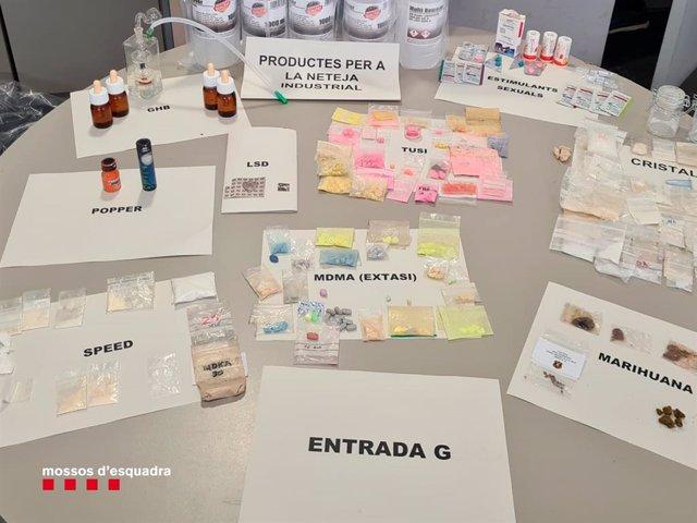 Imatge de les substàncies oposades en un pis a Barcelona des del qual es distrubuían drogues i medicaments sense recepta