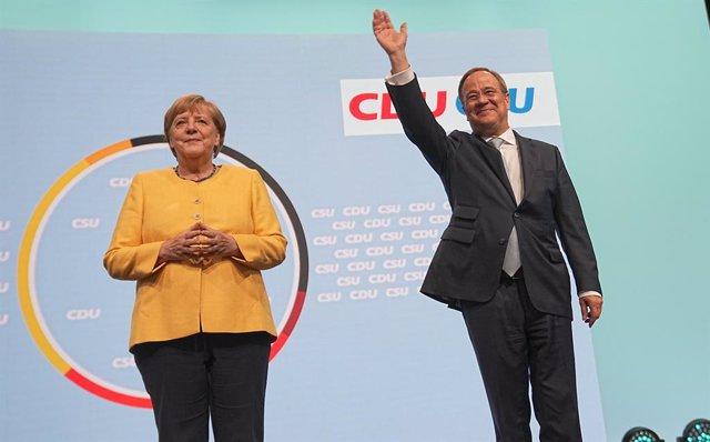 Angela Merkel i Armin Laschet en l'obertura de la campanya electoral
