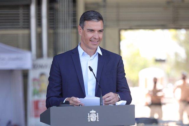 El presidente del Gobierno, Pedro Sánchez, durante una rueda de prensa en su visita al dispositivo de atención y acogida de ciudadanos europeos y colaboradores afganos instalado en la base aérea de Torrejón de Ardoz, a 21 de agosto de 2021, en Torrejón de