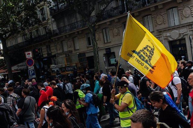Manifestación contra el pasaporte COVID en París