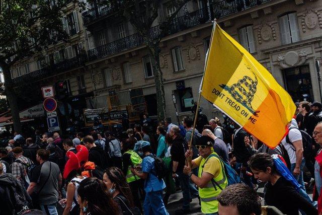 Manifestació contra el passaport COVID a París