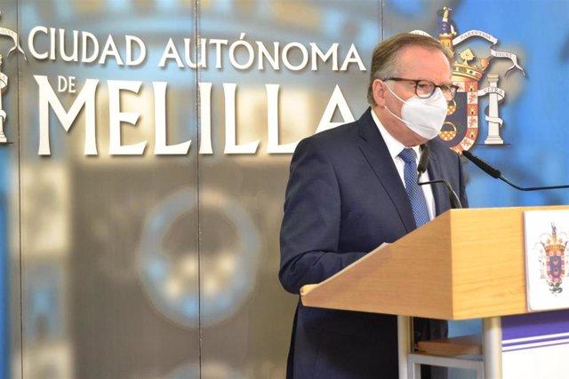 Archivo - El presidente de Melilla, Eduardo de Castro, en rueda de prensa en una foto de archivo.