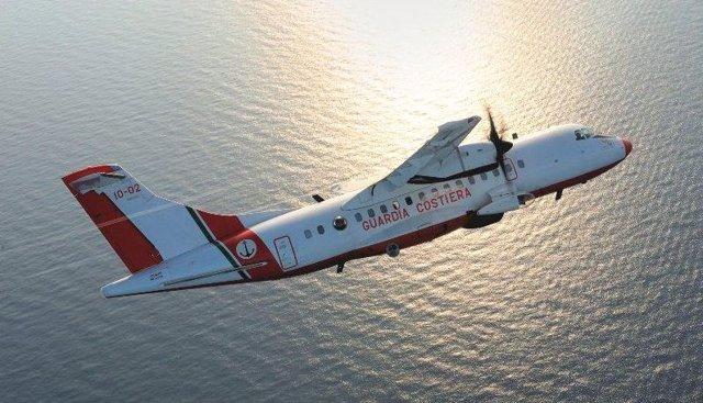 Archivo - Avión de la Guardia Costera, los guardacostas italianos