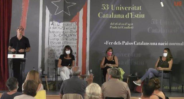 La diputada en el Parlament i alcaldessa de Girona, Marta Madrenas (Junts); la diputada en el Parlament Alba Vergés (ERC), i la diputada al Congrés Mireia Vehí (CUP), en un debat de la UCE.