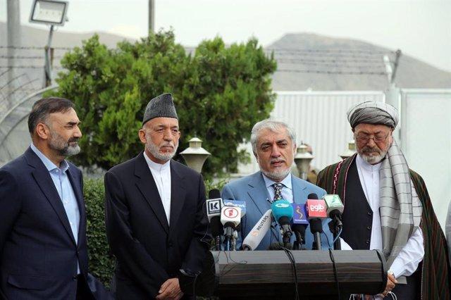 Archivo - El jefe el Alto Consejo para la Reconciliación Nacional, Abdulá Abdulá, al micrófono