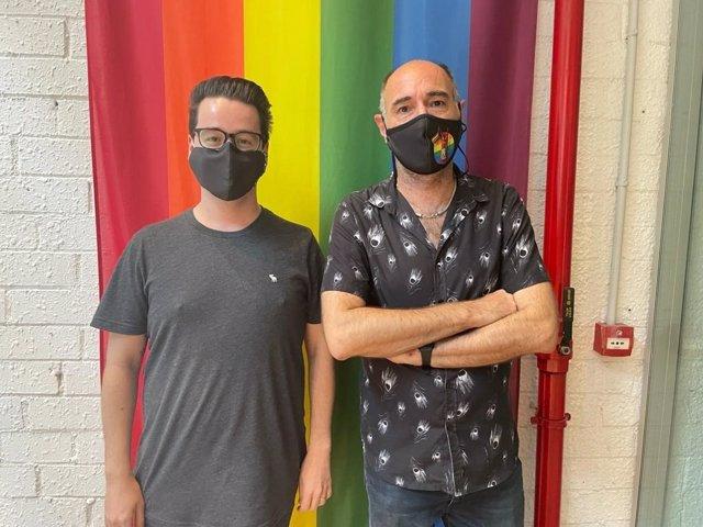 El coordinador de l'oficina de denúncies, Guillermo Ramíez, i el president de l'Observatori contra l'Homofòbia, Eugeni Rodríguez