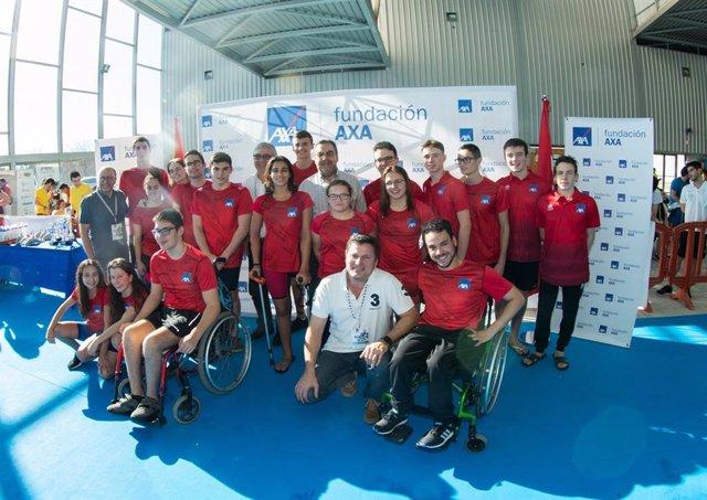 Foto de familia tras un Campeonato de España AXA de Promesas Paralímpicas de Natación
