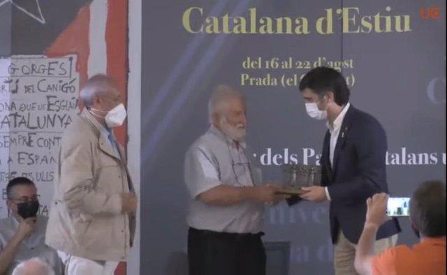El president de l' Institut d'Estudis Catalans (IEC) i de la Fundació Universitat Catalana d'Estiu (Fundació UCE), Joandomènec Ros, rep el Premi Canigó.