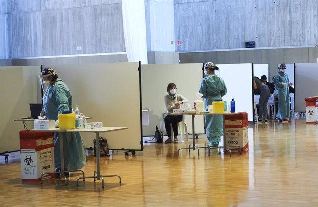 Archivo - Vacunación contra el coronavirus en Cantabria