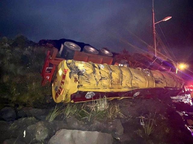 Accidente de un camión cisterna que transportaba diesel en Quito