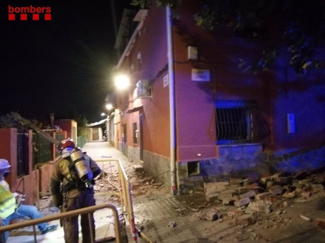 L'edifici afectat per l'explosió a Sabadell (Barcelona).