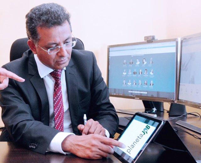 El CEO de Aicad Business School, Hermel Balcázar.