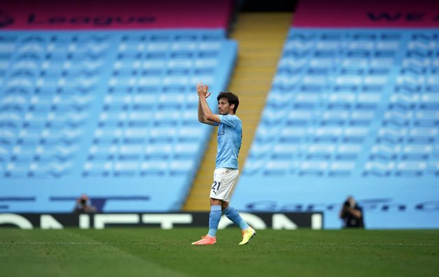 Archivo - 26 July 2020, England, Manchester: Manchester City's David Silva leaves the field following his final appearance for the club during the English Premier League soccer match between Manchester City and Norwich City at Etihad Stadium. Photo: Dave