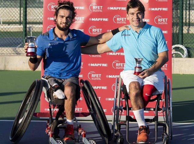 Archivo - Daniel Caverzaschi y Martín de la Puente, tenistas en silla de ruedas.