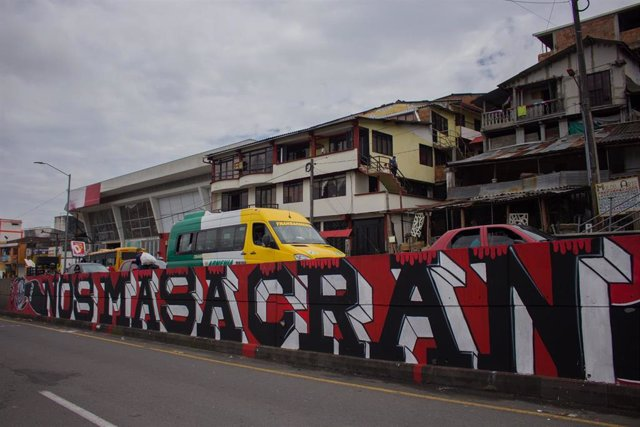 Archivo - Pintada de denuncia de las masacres en Colombia.
