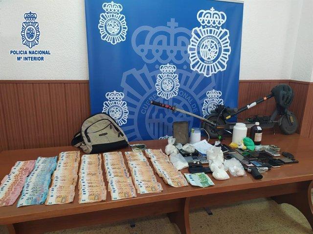 Imatge del material aprehendido durant els sis registres a Barberà del Vallès (Barcelona) i Barcelona
